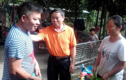 张志坚到南平农场公司走访慰问贫困户